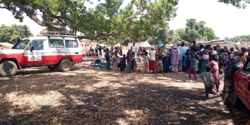 Nuestro equipo de respuesta de urgencia lleva a cabo la vacunación de niños en Beboto, en Chad, en febrero de 2020