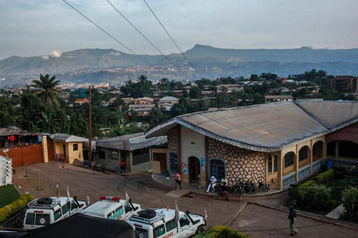 El hospital Santa María Soledad en Bamenda fue la base de nuestro servicio de ambulancias en la región noroeste de Camerún. Allí, nuestros equipos  brindaban atención especializada, como cirugías de emergencia para heridas de bala y partos complejos, fisi