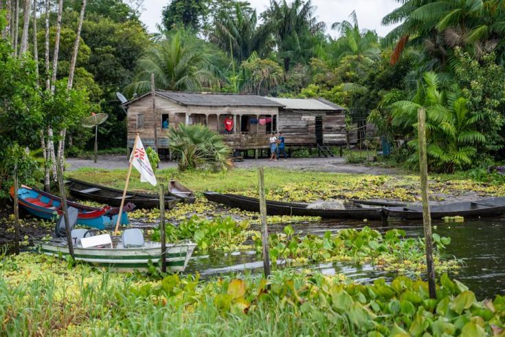 Comunidad Do Glória, una remota comunidad ribereña en el municipio de Portel. Brasil, julio de 2021