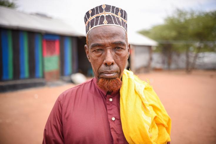 """Mohamed Noor Mohamed tiene 58 años y es el líder de la comunidad de acogida en Dadaab. Dice que las comunidades de acogida no están contentas con el plan de cerrar el campo: """"Si los refugiados se van, también tendremos que irnos"""". Kenia, mayo de 2021"""