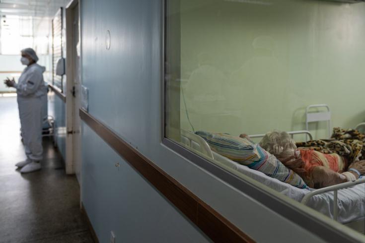 El impacto emocional que sufren las personas que trabajan en los centros sanitarios es devastador. Para muchos, las heridas psicológicas permanecen abiertas y otros no se han permitido hacer el duelo. 06/02/2021