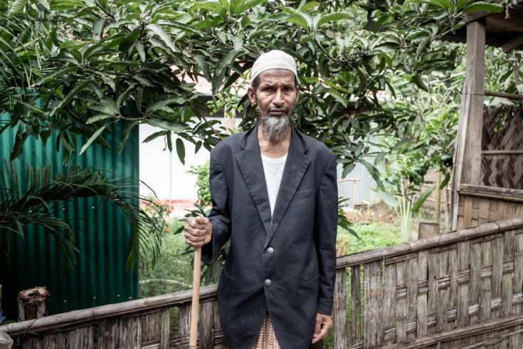 Nurul Hoque tiene 68 años y vive con su esposa en un campo de refugiados rohingya desde 2017. Lo último que recuerda de Myanmar es el bombardeo del ejército en su aldea. Bangladesh, julio de 2021