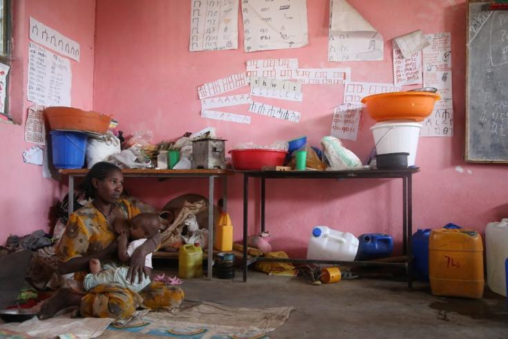 Bayesh Danyo tiene 25 años y es madre de dos niños pequeños. Es de Humera, pero lleva más de un mes alojada en la escuela Basin en la ciudad de Axum, a donde han llegado miles de personas desplazadas en las últimas semanas. Marzo de 2021.