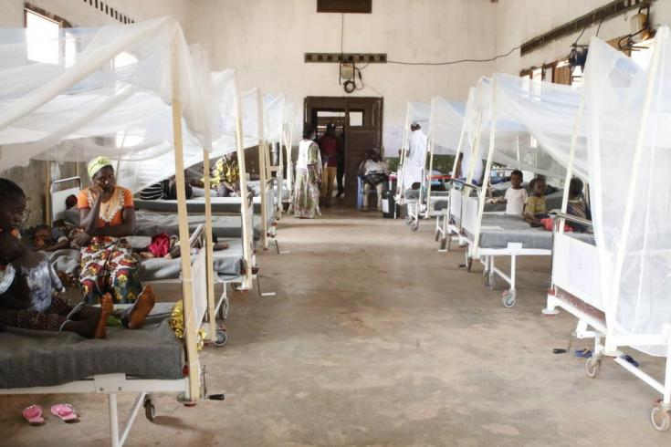 Pacientes con sarampión en la sala del hospital general de Bosobolo. Febrero de 2021