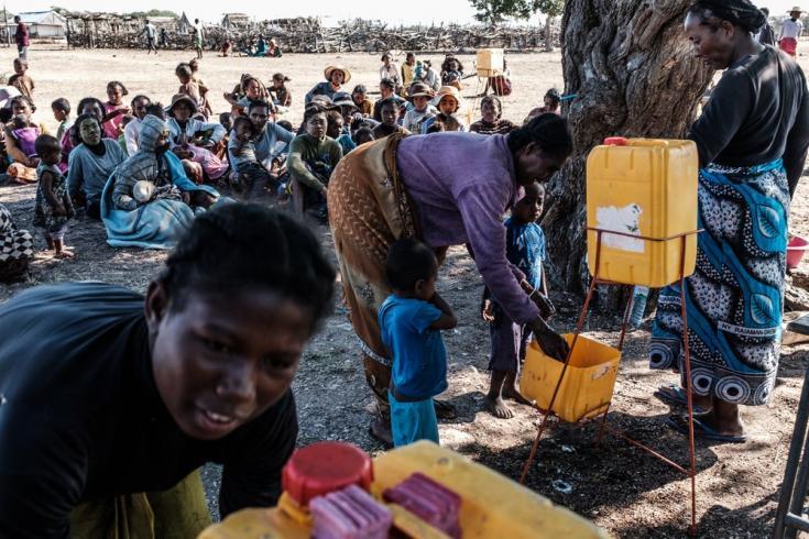 Facilitamos agua potable a las personas en el municipio de Maheny, distrito de Beloha, en la región de Androy. Madagascar, julio de 2021