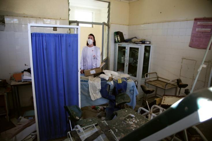 Inspeccionamos la sala de partos de un centro de salud en Sebeya, que sufrió graves daños al comienzo del conflicto cuando fue alcanzada por cohetes. Tigray, Etiopía, marzo de 2021