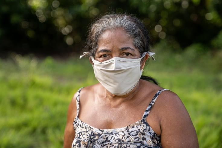 """Maria Rosinete Monteiro, residente de Ipixuna, cuenta: """"Cuando se trata de un problema de salud grave, o te marchas y vas a Portel o vas directamente al cementerio. Y Portel está lejos. Son más de 24 horas de caminata"""". Brasil, julio de 2021"""