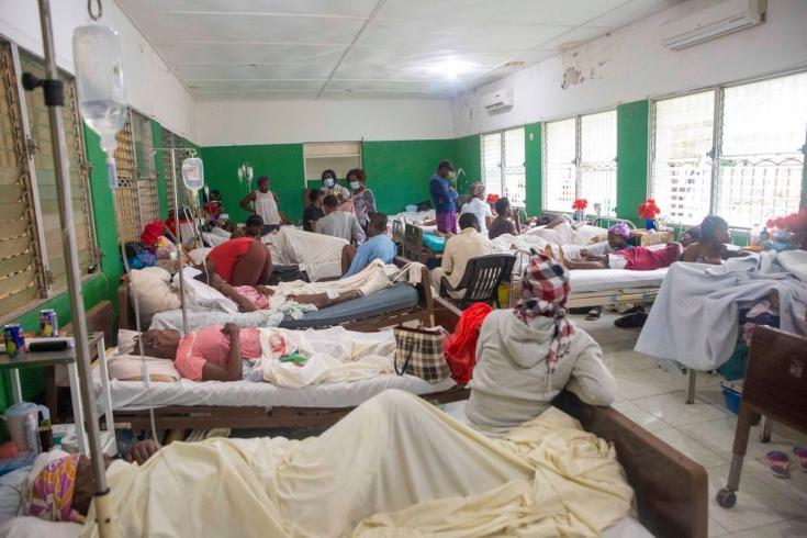 Habitación del hospital general de Los Cayos cuatro días después del terremoto del 14 de agosto de 2021. Estamos apoyando este hospital con suministros.