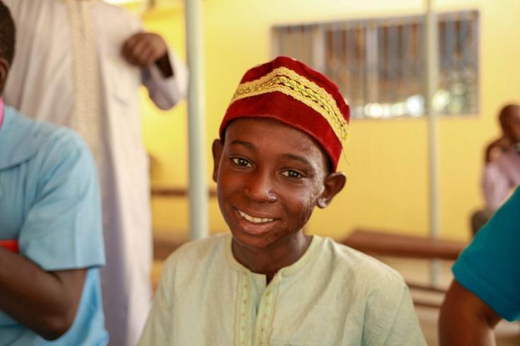 Era un martes cuando Buba, de 9 años, resultó herido cuando el algodón que estaba cosechando estalló en llamas. Hoy en día, después de un largo tratamiento brindado por Médicos Sin Fronteras, Buba puede pedalear su bicicleta de nuevo,