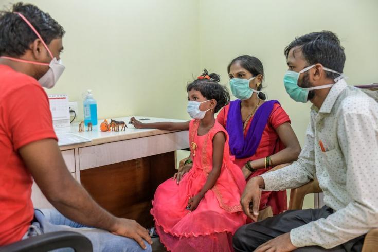 Atendemos a una niña de seis años con tuberculosis en nuestra clínica independiente en Mumbai. India, marzo de 2021