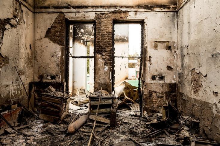 Entrada de emergencias destruida de nuestro Hospital de Kunduz, tras el ataque aéreo estadounidense del 3 de octubre de 2015 que mató a más de 20 pacientes y miembros de nuestro personal. Afganistán, octubre de 2015
