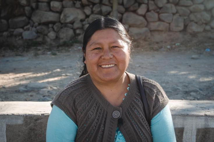 Lidia Cruz, de la Comunidad Villa Belén, cuenta que ella y su familia temían que, si enfermaban de COVID-19, fueran aislados en el hospital y los dejaran morir. Más tarde, Lidia empezó a buscar información sobre el COVID-19. Bolivia, agosto de 2021