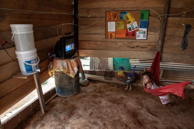 Interior de una casa en el asentamiento El Divino Niño, en La Gabarra. Febrero de 2021.
