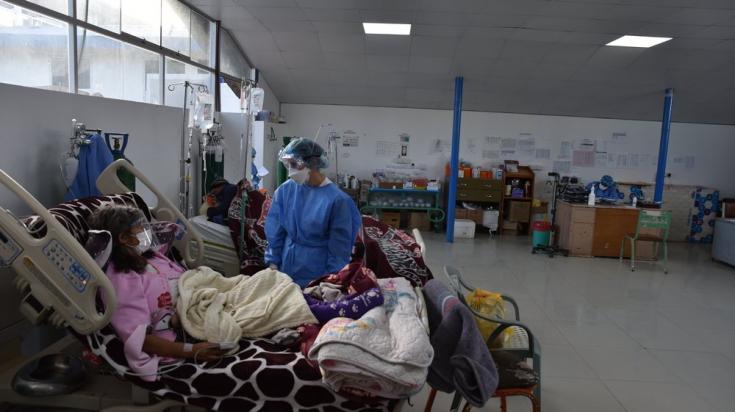 Nuestros equipos atienden pacientes con COVID-19 en el hospital Antonio Lorena, en la ciudad de Cusco. Perú, junio de 2021