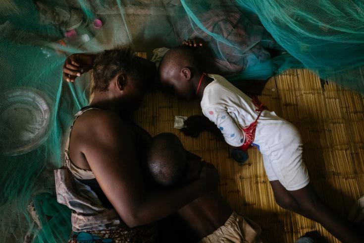Trabajadora sexual con sus hijos en Malawi