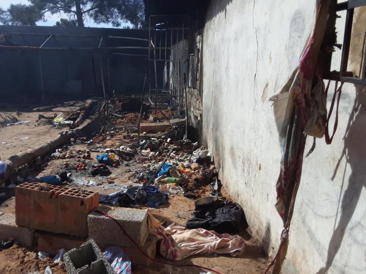 Así quedó parte del centro de detención de Dhar el Jebe, Libia, tras el incendio que provocó la muerte de un hombre.