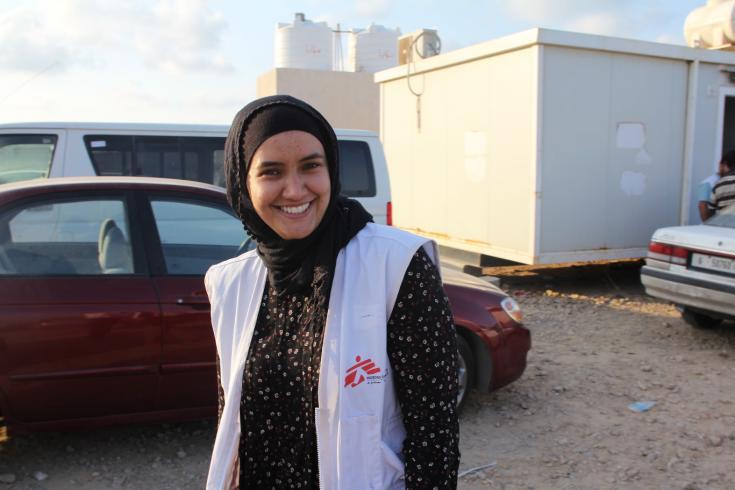 Enfermera atiende a refugiados y migrantes en Libia
