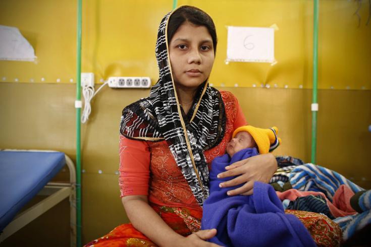 joven madre rohingya