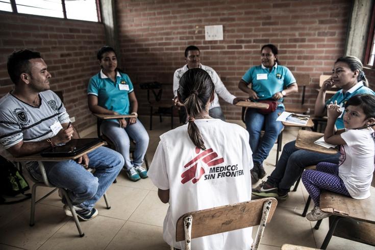 Los equipos de psicología de MSF realizan sesiones de terapia tanto individual como grupal en los hospitales municipales y pueblos de la sierra del Cauca. Foto: Colombia, 2014.