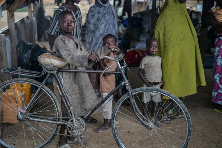 Bicicleta en campo de desplazados