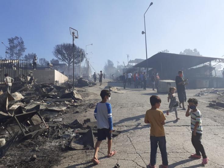 """""""Todo el lugar estaba envuelto en llamas, vimos un éxodo de personas de un infierno en llamas sin dirección. Niños asustados y padres en estado de shock. Estamos trabajando ahora para abordar sus necesidades"""", dice Marco Sandrone"""