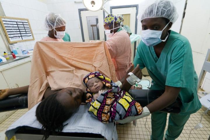 Un parto por cesárea en la República Democrática del Congo. Foto ilustrativa.