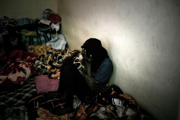 Una mujer detenida en Sorman, Libia. Los detenidos pasan días y meses sin saber cuándo los liberarán.