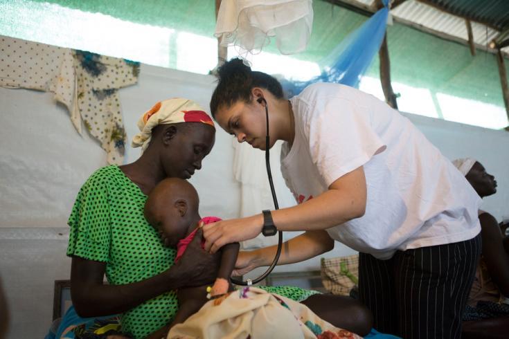 Saskia Spoor, médica de MSF, atendiendo en Kule, Etiopía.