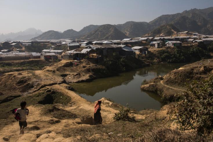 Asentamiento de refugiados cerca del campo de Nayapara, Bangladesh.