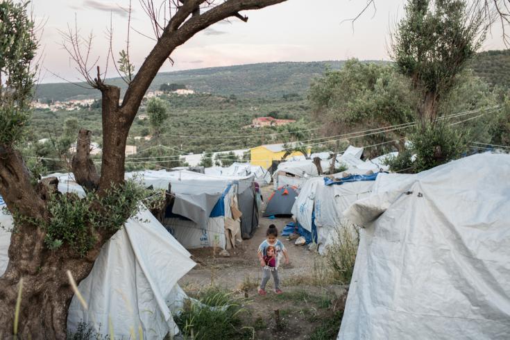 Niña en un campo de refugiados en la isla de Lesbos.