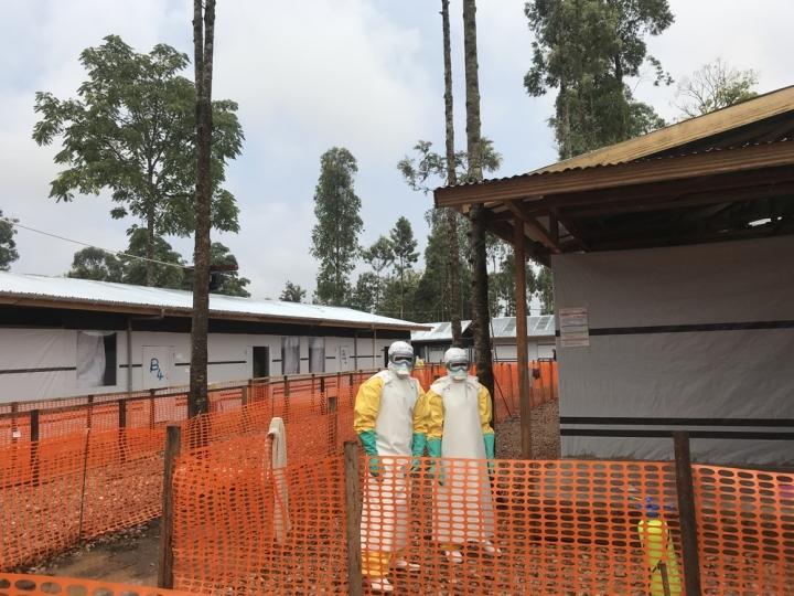 Este centro de tratamiento responde al brote de nuevos casos de Ébola en la región de Katwa, República Democrática del Congo. Ubicado en la ciudad de Butembo, cubre la parte occidental de esta área urbana que tiene aproximadamente 1 millón de habitantes.