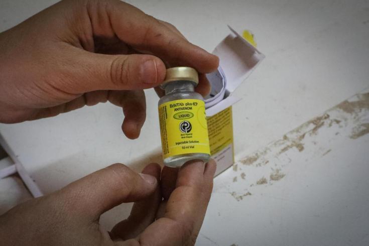 Una botella de EchiTAb plus-ICP, un antídoto que reemplazó en 2016 al FAV-Afrique, que era mucho más efectivo y con menos efectos secundarios negativos.