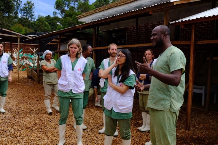 Joanne Liu visitando un centro de tratamiento de Ébola en Butembo, República Democrática del Congo