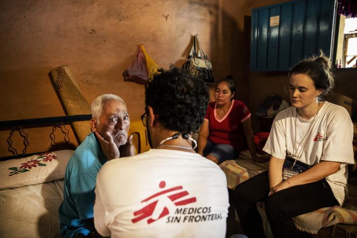 isita a domicilio a un paciente en Costa Grande.