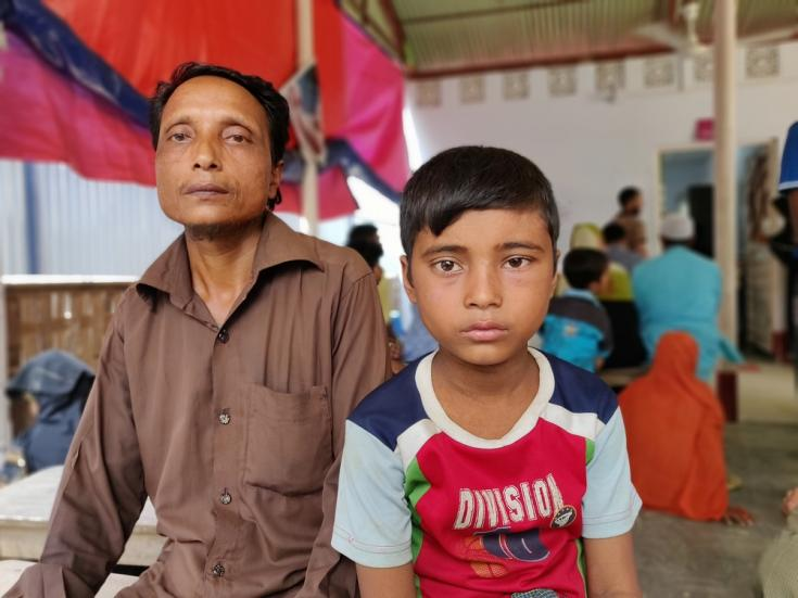 Shabbir Ahmed y su hijo Mohammed en Kutupalong.