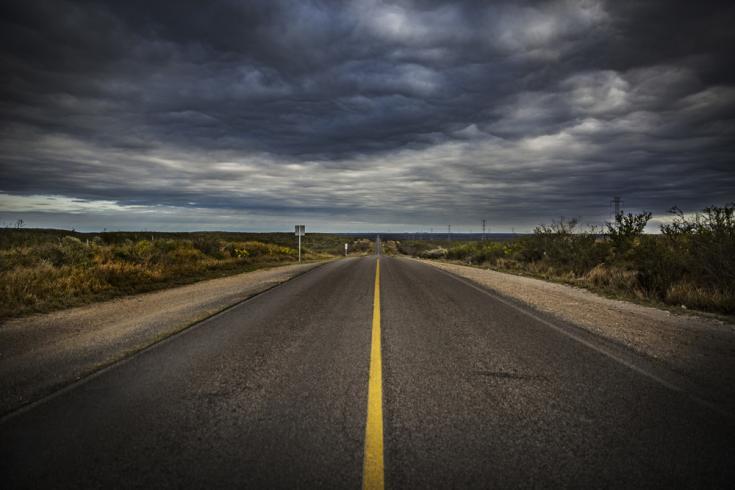 Ruta de Piedras Negras a Nuevo Laredo. Desde aquí, muchos migrantes intentan cruzar la frontera hacia Estados Unidos. Unos cientos de metros a la izquierda está el Río Bravo.