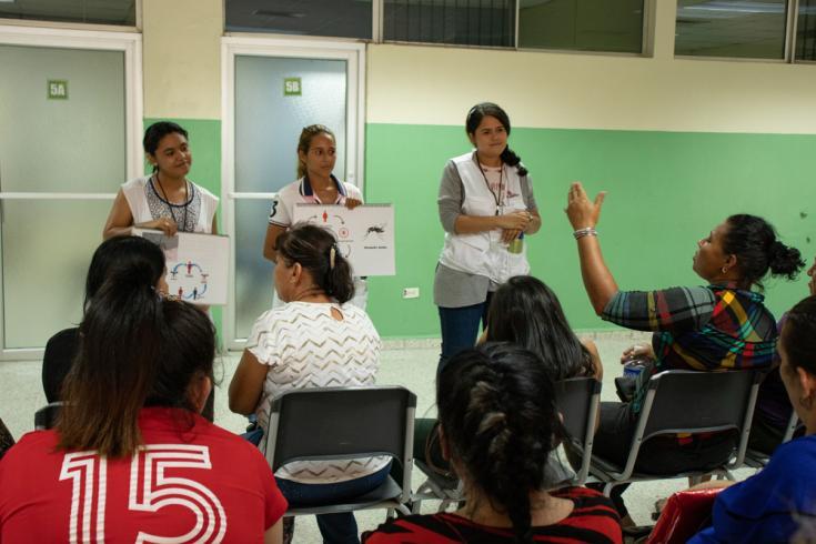 Actividades de promoción de la salud para combatir el dengue en Honduras.