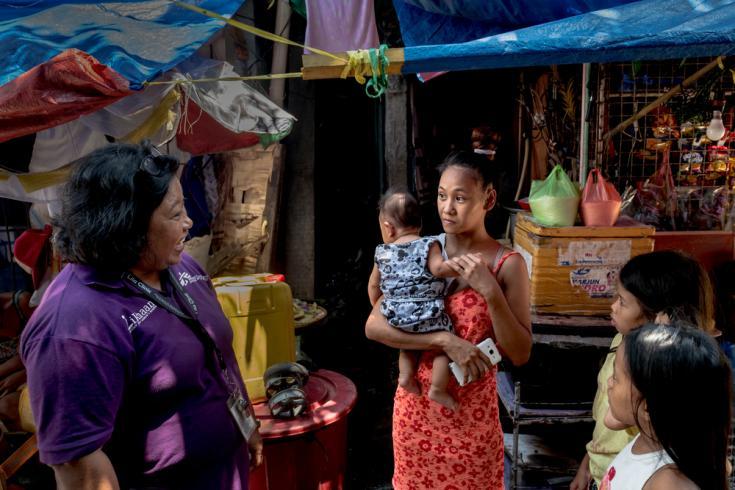 Foto: Filipinas, 2019. Rosalita, de 22 años, tiene dos hijos y vive en el Distrito 121 de Tondo, Manila.