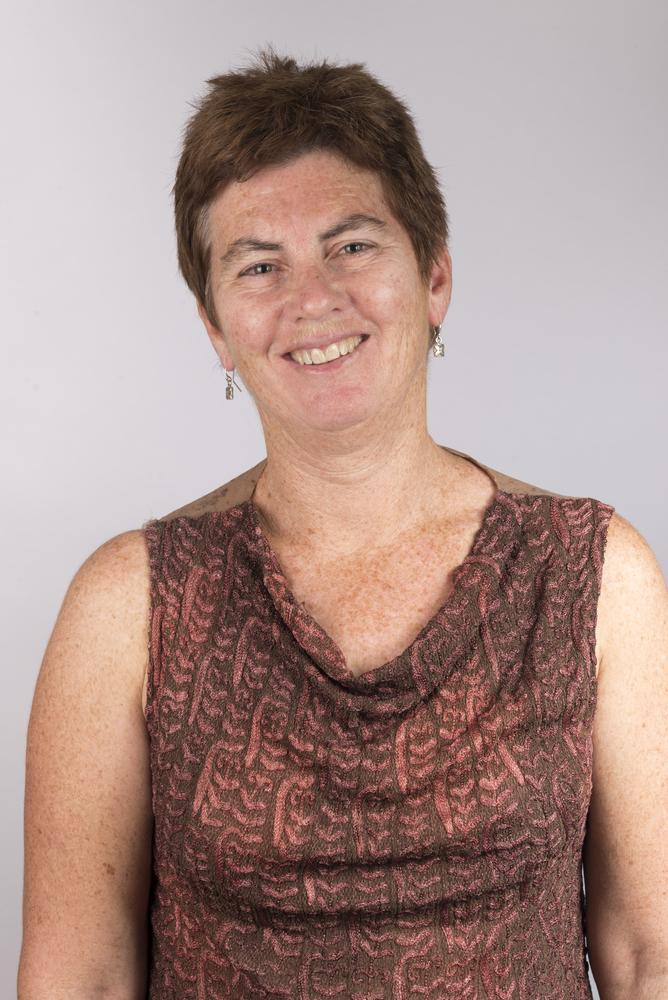 Clair Mills, directora médica.