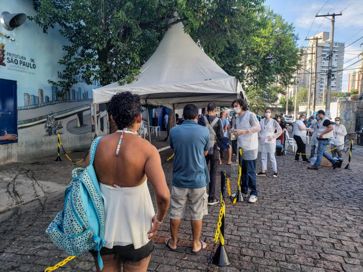 En São Paulo, Brasil, examinamos a personas sin hogar en los refugios del centro de São Paulo y realizamos actividades de promoción de la salud.