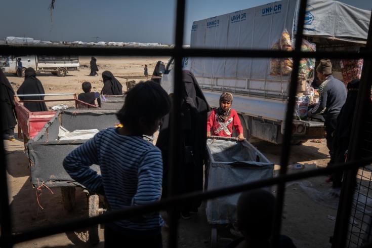 Personas dentro del campo de Al Hol, gobernación Al-Hasakah, noreste de Siria. Marzo de 2020.