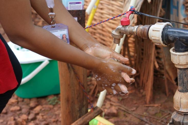 Lavado de manos en el campo de refugiados de Nduta, Tanzania.