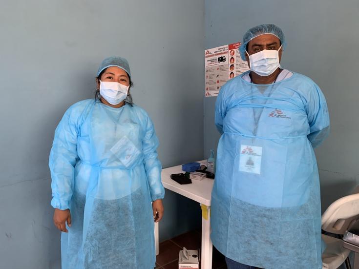 El personal de MSF está equipado con equipos de protección personal que permiten garantizar la atención médica evitando la propagación y el contagio del COVID-19.