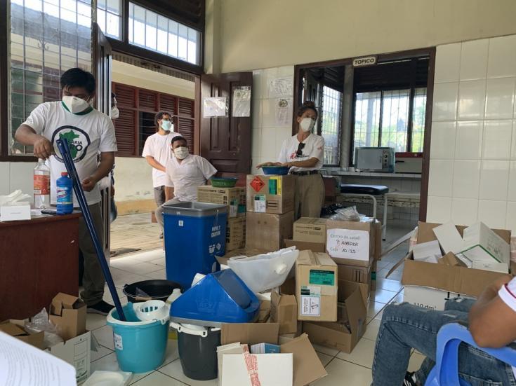 Donación de equipamiento en Puerto América, en la región de la Amazonia Peruana.