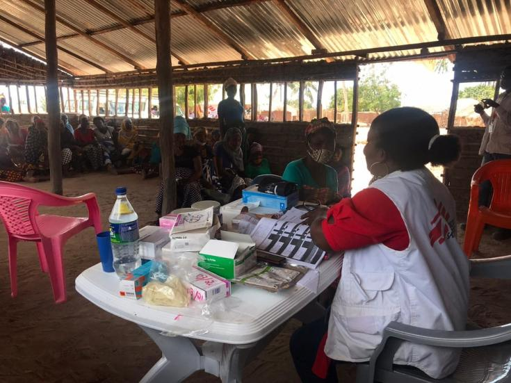 A principios de septiembre, los equipos de Médicos Sin Fronteras (MSF) ofrecieron consultas médicas a través de su clínica móvil en Impire Village para responder a un brote de diarrea.