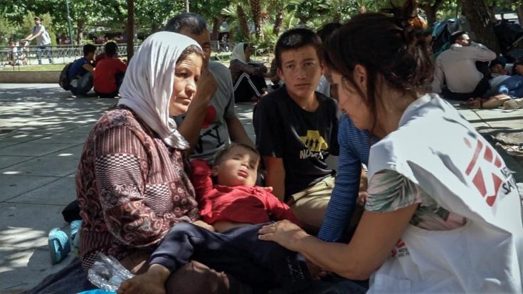Nuestro equipo está prestando asistencia a los refugiados que se han quedado en la calle en Atenas, Grecia.