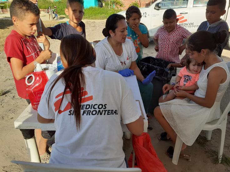Nuestros equipos de Médicos Sin Fronteras trabajando en La Gabarra, Colombia.