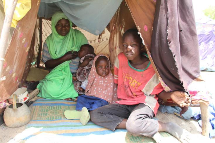 Familias desplazadas por la violencia en Nigeria