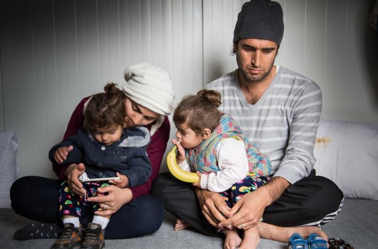 La familia llegó en agosto de 2016 pero desde entonces las autoridades griegas han bloqueado su salida de la isla para continuar su viaje hacia el continente. ©Giuseppe La Rosa/MSF