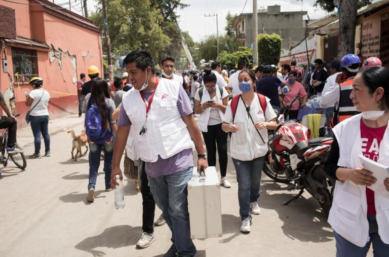 El equipo de MSF durante una visita a la zona de San Gregorio en Xochimilco, Ciudad de México, que ha resultado muy afectada por el terremoto del 19 de septiembre de 2017. ©Jordi Ruiz Cirera